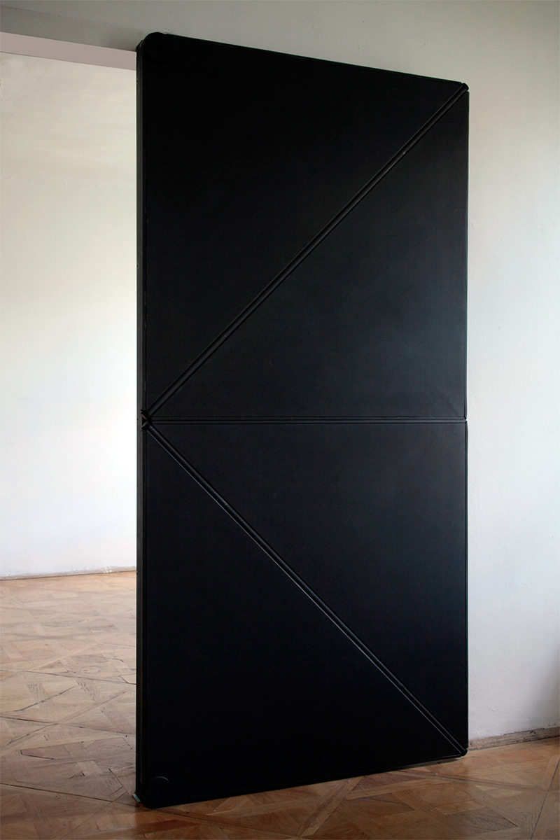 14095579506458 folding door3 Oh what a wonderful Door!!! Wait... Is it? Find Out Yourself..