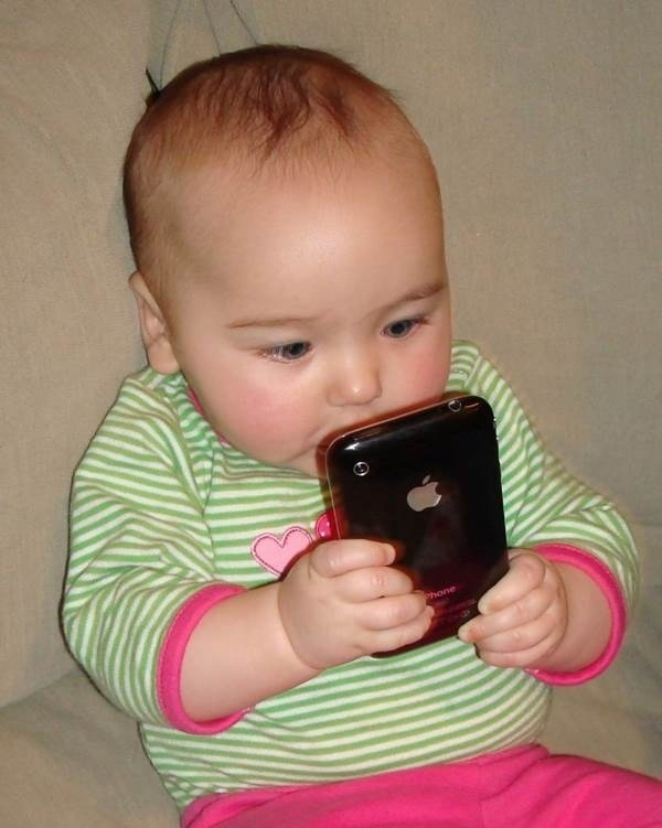 14095585208982 society23 Using Smartphones? This May Look Innocent, But Its probably Worse Than You Think
