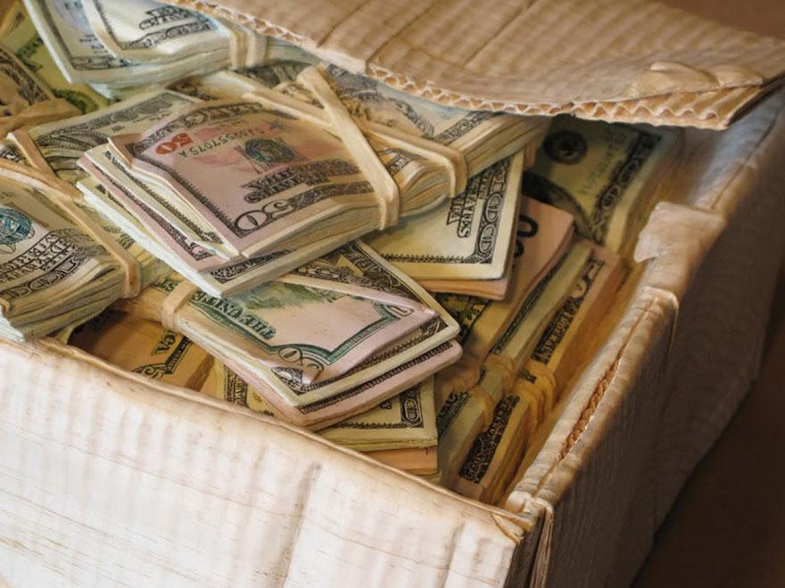 14095586401787 realistic wood sculptures box of cash randall rosenthal 9 How Randall Rosenthal Turned Some Wood Into A Box Full Of Cash