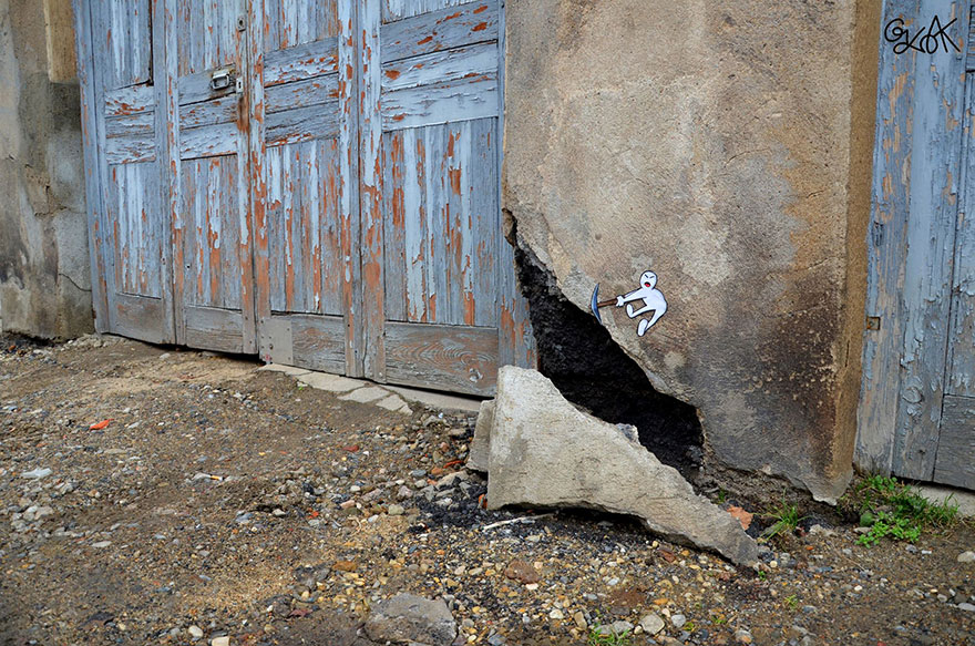 14100588959198 creative street art oakoak 2 18 Fabulous Street Art that will make you AWESTRUCK!