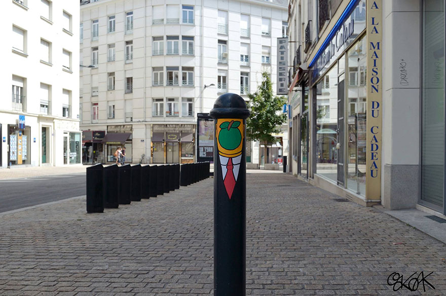 14100588961739 creative street art oakoak 2 12 Fabulous Street Art that will make you AWESTRUCK!