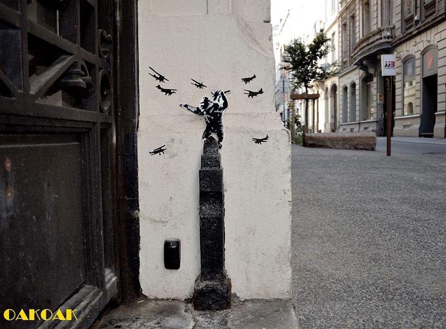 14100589106483 creative street art oakoak 2 27 Fabulous Street Art that will make you AWESTRUCK!
