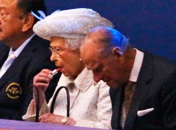 image49 Queen Elizabeth Doesnt Like Selfies
