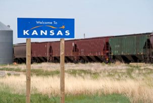 istock 000010128235 small 303x204 How Flat is Kansas?